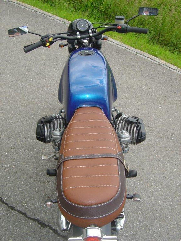 Motorradsattel nach Mass mit sichtbaren Nähten