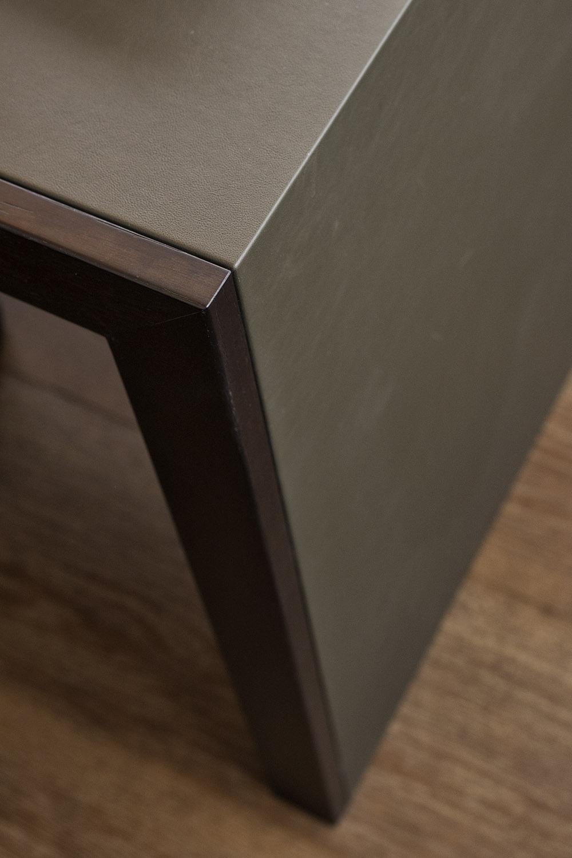 Handgefertigte Verkleidungen für Möbel